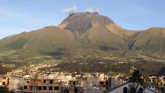 Teaching Opportunity in Highland Ecuador's city photo