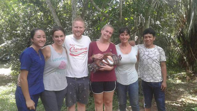 Voluntariado con animales salvajes selva Perú / Volunteering with wild animals jungle Peru's team photo